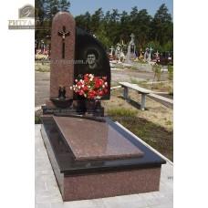Памятник из цветного гранита 00002 — ritualum.ru